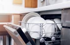 Ein Geschirrspüler spart bei richtiger Anwendung Zeit und Geld