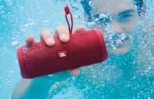 Die Wasserfeste Bluetooth-Box JBL Flip 4 gibt es aktuell rund 50 Prozent günstiger