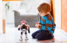 Die meisten kleinen Jungs lieben fernsteuerbare Spielsachen