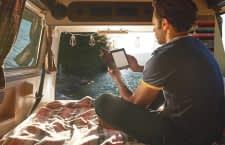 Ideal für den Urlaub: eBooks sorgen für unbegrenzten Lesespaß und leichtes Gepäck