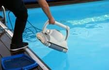 Einmal im Pool eingesetzt, reinigen immer mehr Putzroboter App gesteuert