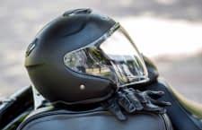 Ein Helm rettet im Ernstfall Leben