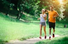 Auch günstige Fitnessgeräte helfen dabei effizient fit zu werden